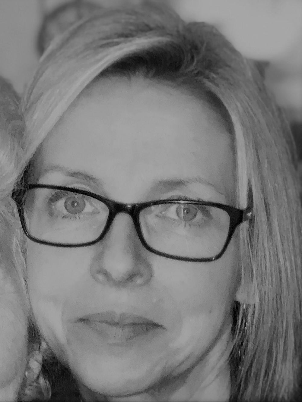 Angela Garrod - Profile Pic.JPG